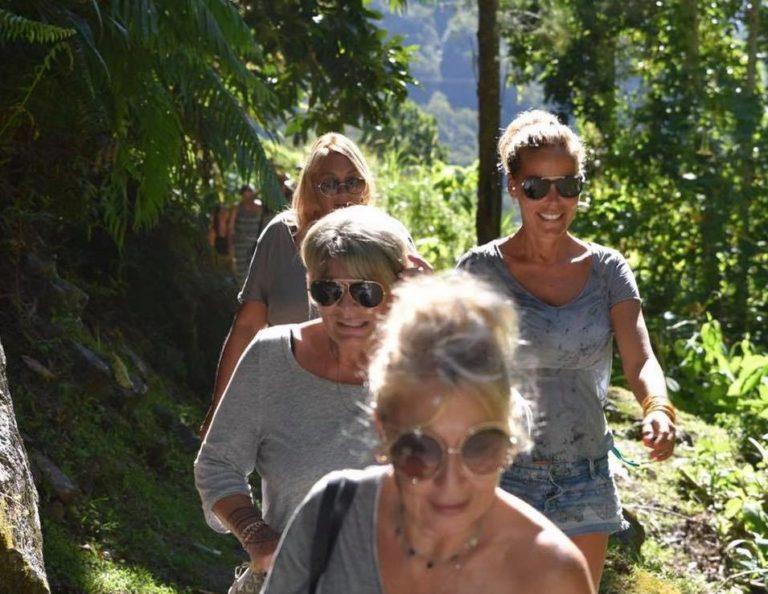 Ophélie Winter en randonnée sur l'île de la Réunion (Mare à Poule d'eau)